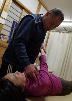 肩の痛みの診察と原因