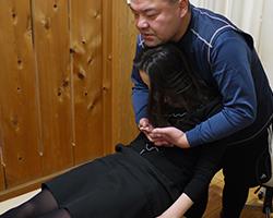 頑固な痛みやコリの事故治療は矯正法を用います。